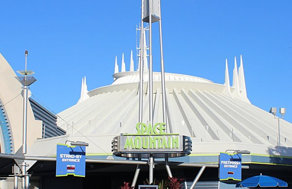Photo of the Space Mountain Wait Time Sign and Standby Line / FastPass+ Line