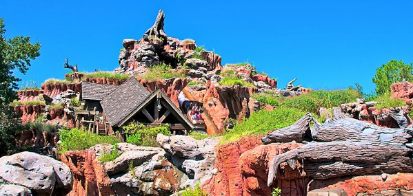 Splash Mountain History page photo featuring the front of the ride at Walt Disney World