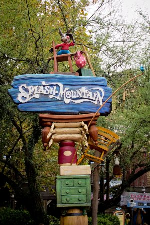 One of the Splash Mountain Signs with the logo and Brer Rabbit